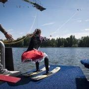waterskiën of waekboarden bij zwembad en waterskibaan de IJzeren Man