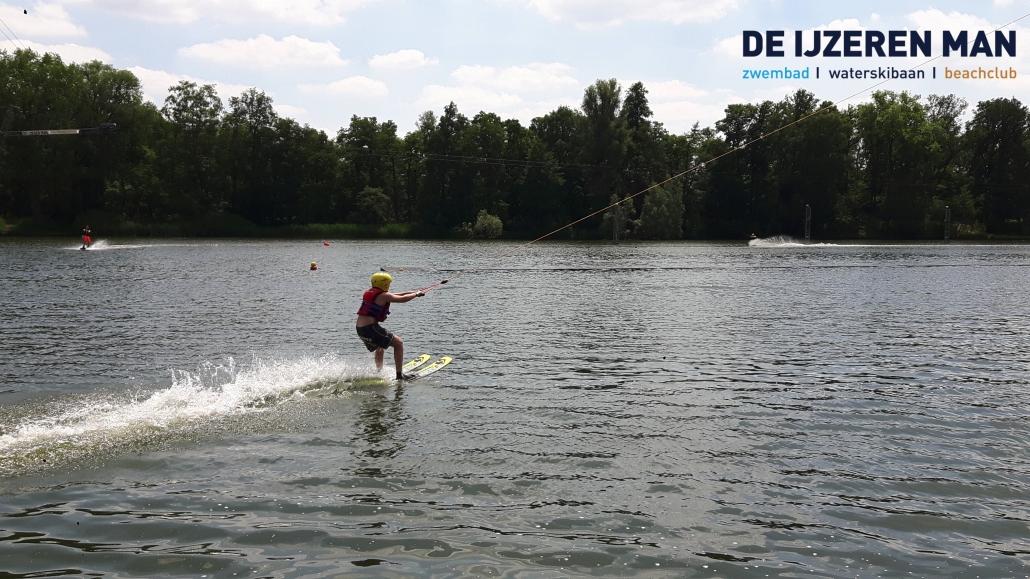 waterskiën met schoolreisje waterskibaan de IJzeren Man